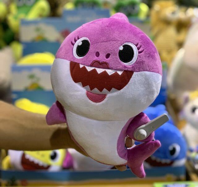 peluche-baby-shark-rosa-jugueteria-online