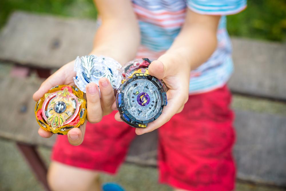 Las peonzas, ahora llamadas trompos, vuelven a estar de moda entre los niños