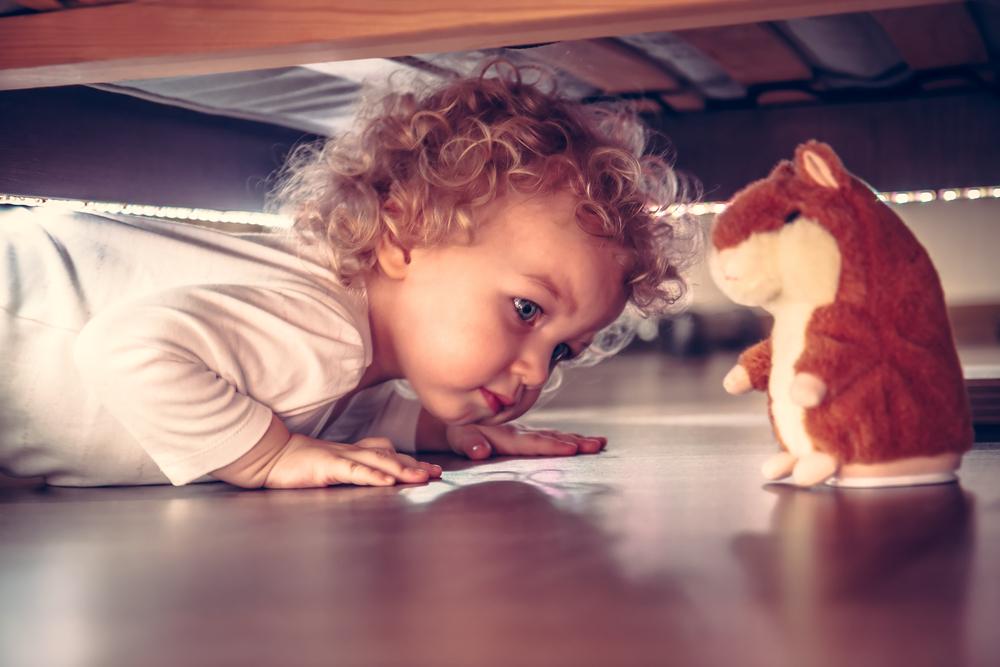 juguetes debajo de la cama