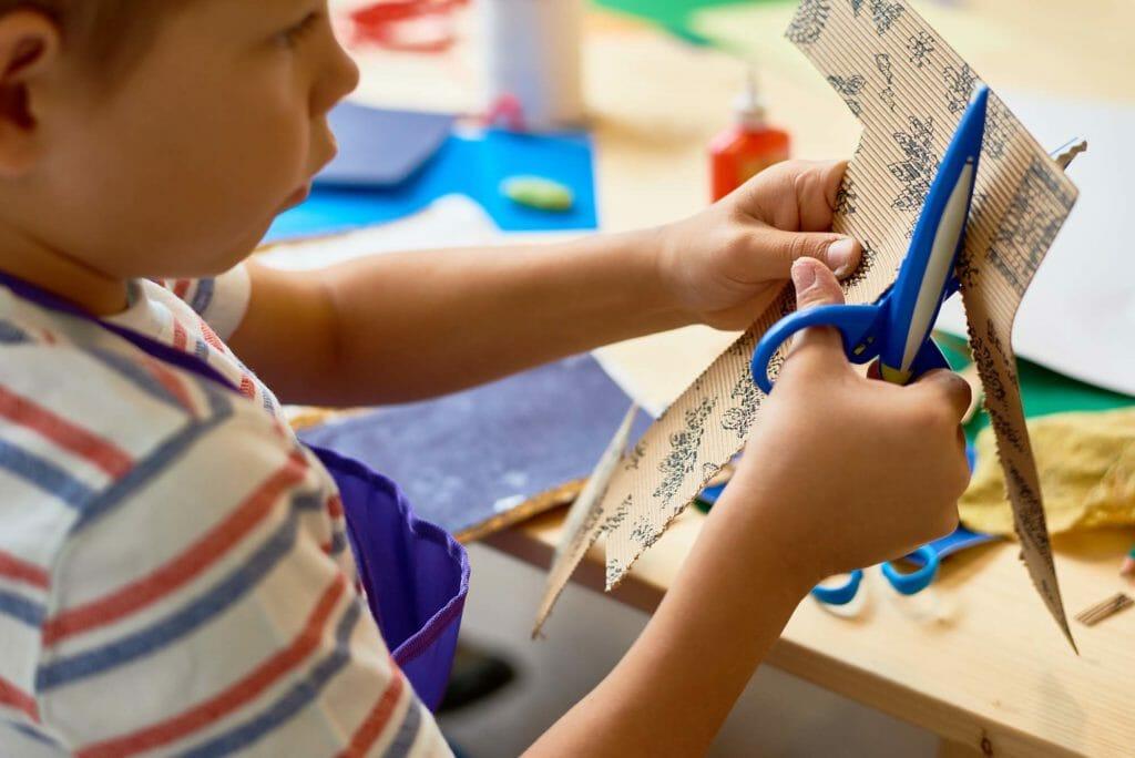 manualidades y juegos para no aburrirse en casa con niños
